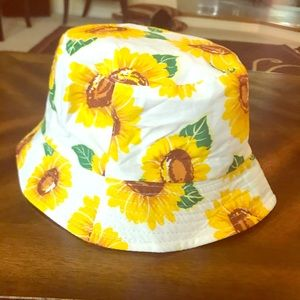 I am selling a sun hat with Sunflowers 🌻 on it!!!
